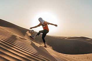 英男子顶着40℃高温颠球穿越撒哈拉沙漠