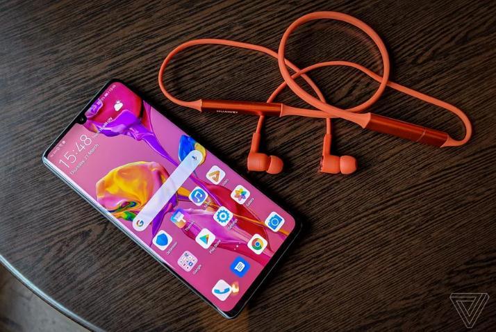 外媒:华为颈戴无线耳机与一加云耳类似