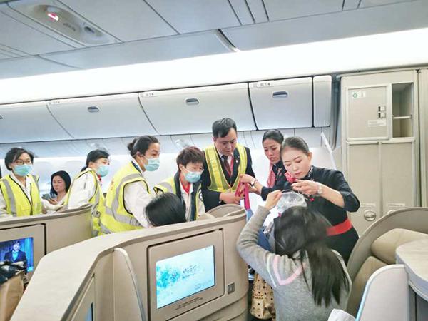 飞机刚过国境线旅客气喘严重 东航放油39吨备降救人