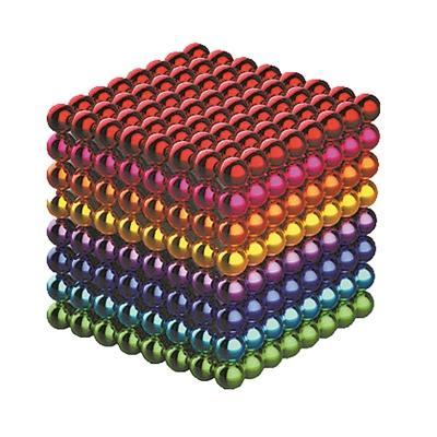 色彩艳丽的巴克球吸引了很多人玩耍。