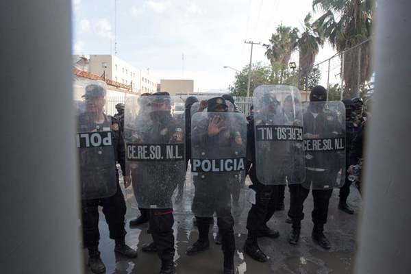 墨西哥一监狱发生骚乱致30余死伤 500名犯人将被转移遭抗议