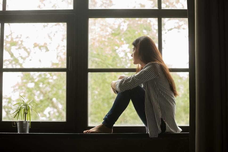 """调查显示约16%的英国学生感到孤独 称""""没有交心的朋友"""""""
