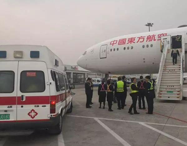 备降救人!飞机空中放油39吨,网友却吵了起来