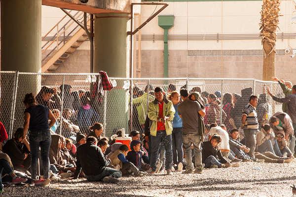 美边境非法移民数量大增 特朗普再次警告将关闭边境