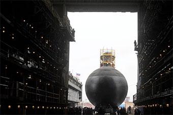 时隔2年多 俄罗斯海军最新常规潜艇亮相