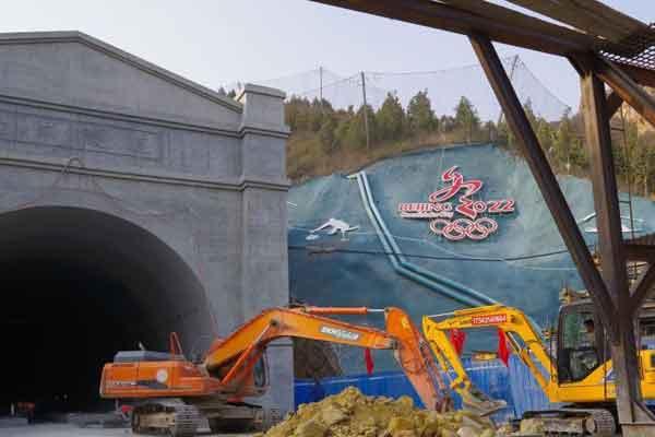 京张高铁南口隧道主体结构完工