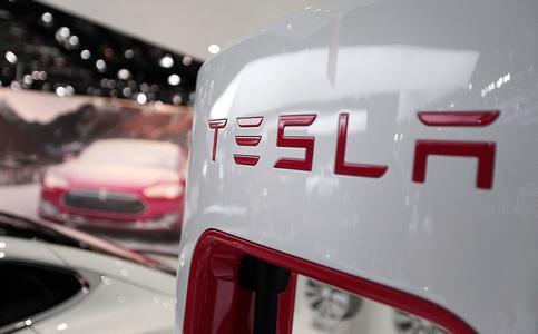 特斯拉推出动态刹车灯功能 让紧急刹车更安全