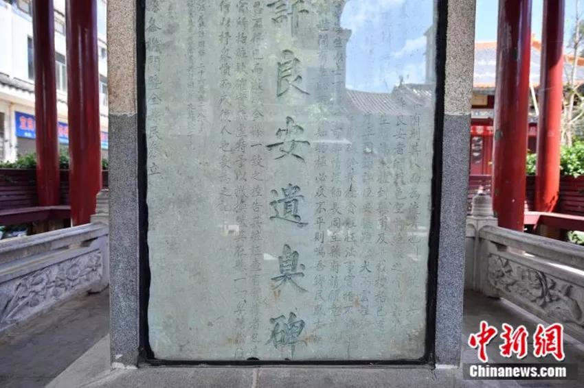 """你见过给贪官立的""""纪念碑""""吗?云南有一块……"""