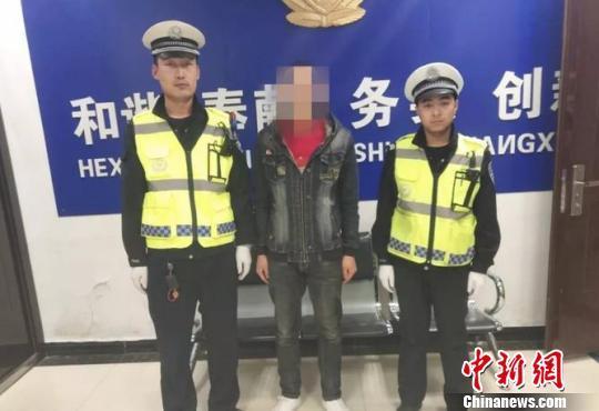 男子无证驾驶被拘5天 释放后发视频挑衅交警又被拘15天