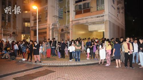 港媒:香港一房屋凌晨起火 5人不适就医250人自行疏散