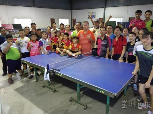 马媒:大马一华文小学因乒乓而受宠 诞生多名乒乓国手