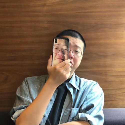 网红黑尾酱把李诞印到手机壳上卖,网友:倒给钱我都不要!