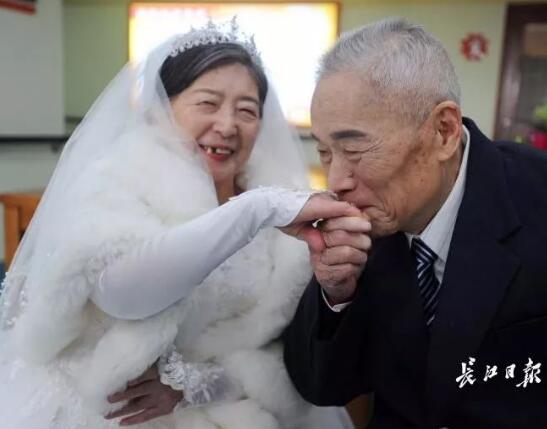 神仙爱情!96岁爷爷爱上85岁奶奶,他做了一个决定……