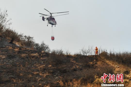 山西沁源火灾蔓延初步得到遏制 目前未造成人员伤亡