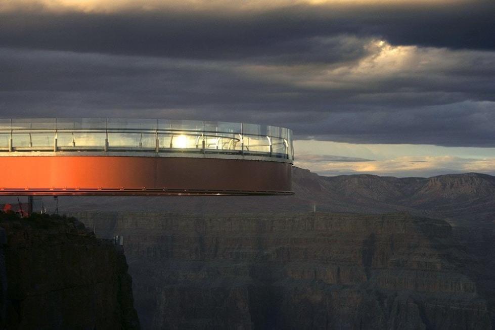 中国游客在美国大峡谷自拍时坠崖身亡 总领馆回应