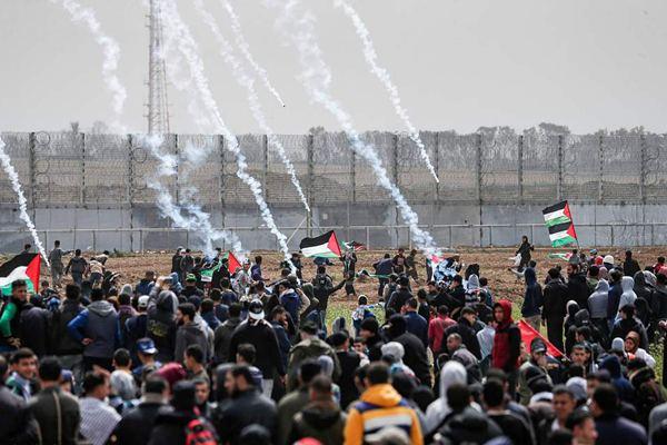 """""""回归大游行""""一周年 巴勒斯坦人举行大规模抗议示威"""