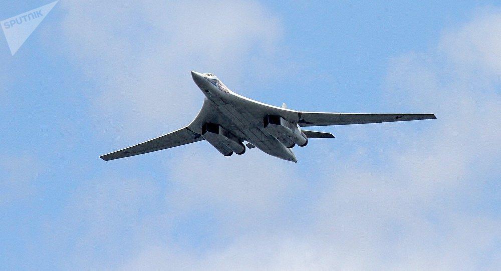 俄出动两架图160轰炸机远航训练 北约战机紧盯