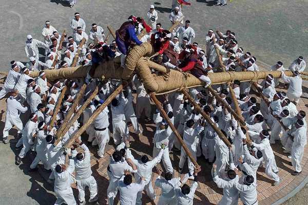 韩国村庄举办传统斗鼓绳套游戏 祈求丰收平安