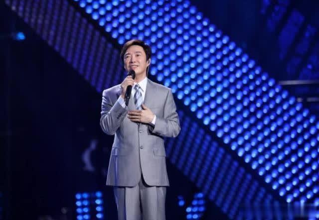 费玉清上海告别歌坛演唱会,强忍泪水语气哽咽:后会有期?