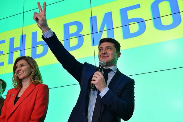 乌克兰大选民调:喜剧演员泽连斯基首轮投票胜出