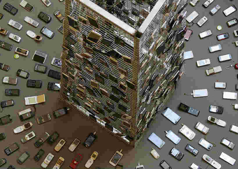 北京:环保人士展出500台废旧手机 看看有没有你用过的型号