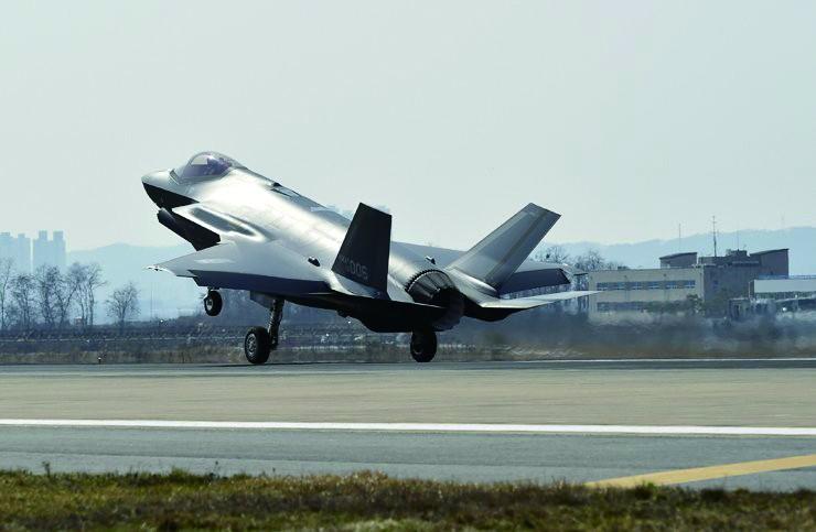 """中国正遭F-35""""包围"""" 专家:有歼20在压力不大"""