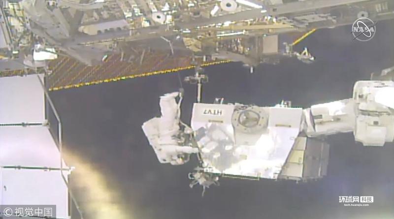美宇航员进行太空行走 替换国际空间站外挂蓄电池