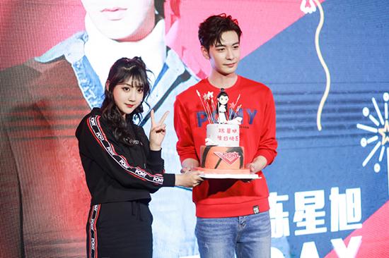 SNH48李艺彤亮相上海时装周秀出自我