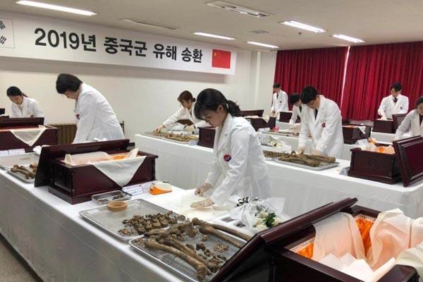 中韩举行在韩志愿军烈士遗骸装殓仪式