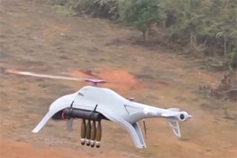 国产无人轰炸直升机亮相 可挂4枚航弹精准打击
