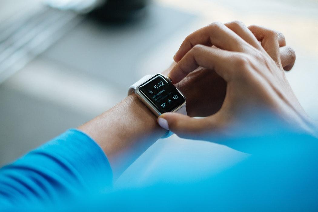 智能手表显示屏2018年出货同比增42% 四年涨15倍