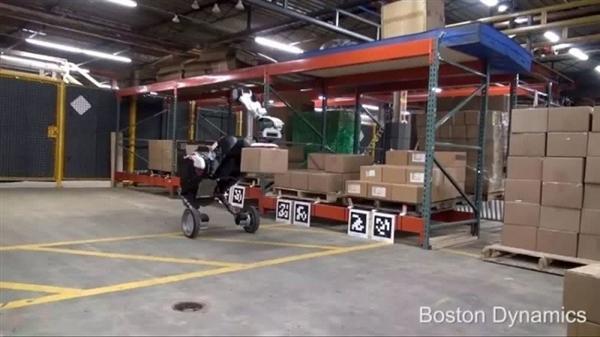波士顿动力新机器人:下楼梯越障能搬运30斤货物