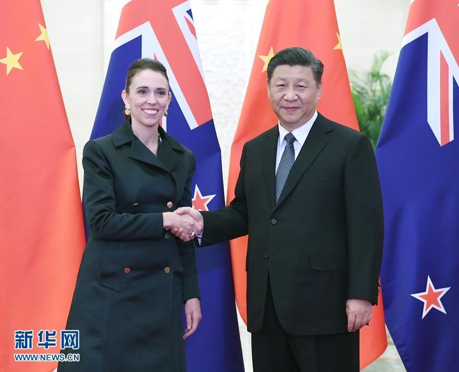 习近平会见新西兰总理阿德恩