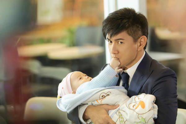 刘诗诗下个月生产 吴奇隆戏中提前抱娃体验奶爸