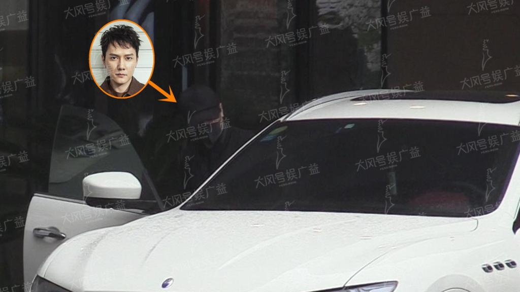 赵丽颖坐月子婆家无人出力 冯绍峰雨天到达父亲开豪车接送