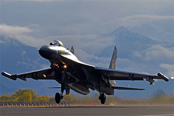 西部战区空军雪后空战对抗演练
