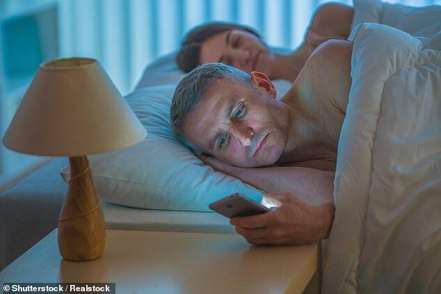 智能手机干扰睡眠 浏览社交媒体使入睡更困难