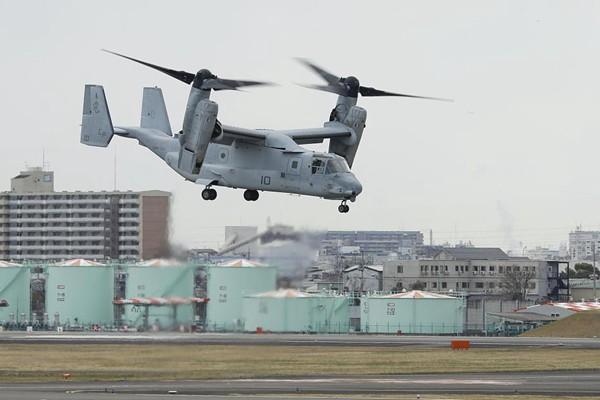 美军鱼鹰飞机紧急降落日本大阪机场 致7个航班延误