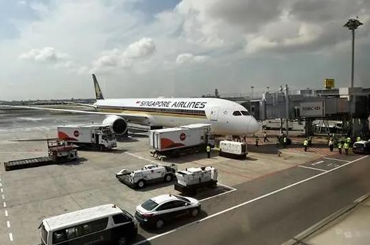 波音飞机引擎出问题!新航称停飞2架787-10客机