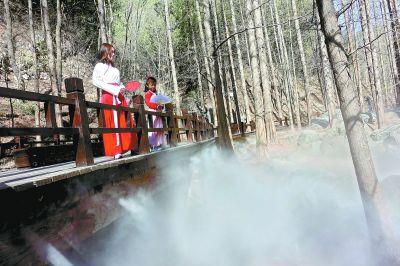 植物园樱桃沟开启喷雾景观