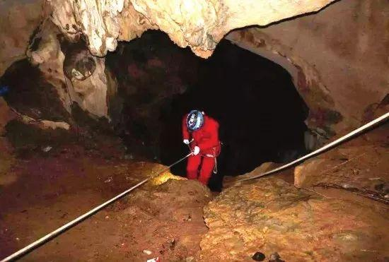 女子提分手被推下30余米深山洞,7年后被发现已成白骨