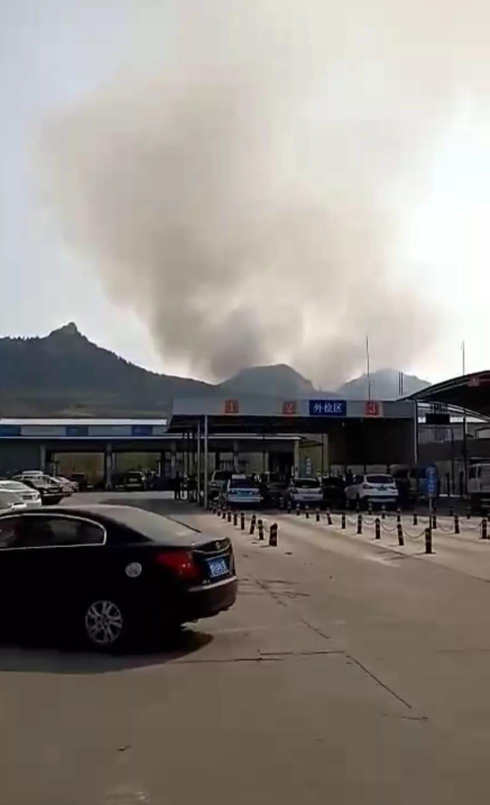 刚刚,济南、青岛两地突发山火!现场浓烟滚滚!
