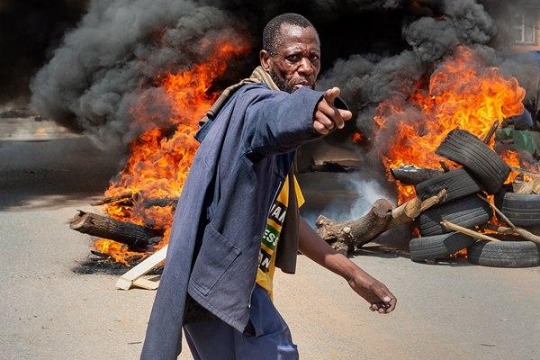 南非约堡亚历山大地区爆发大规模骚乱 引发周边交通瘫痪
