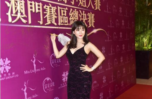 歌手陈宝欣出席环球华裔小姐大赛 尽显曼妙身材