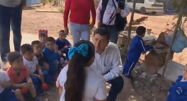 墨西哥一市长访问小学当众羞辱超重女童遭批评