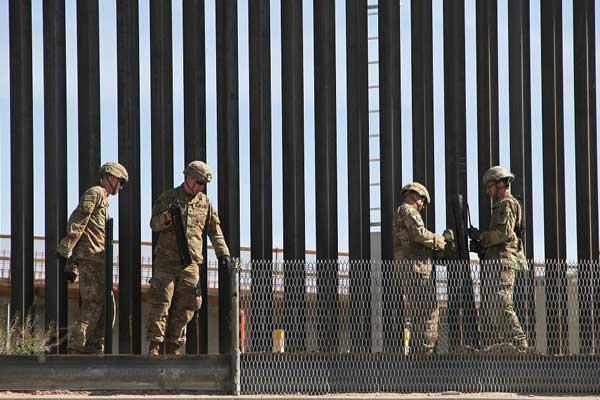 特朗普预计将视察美墨边境围栏 士兵安装铁丝网加强防护