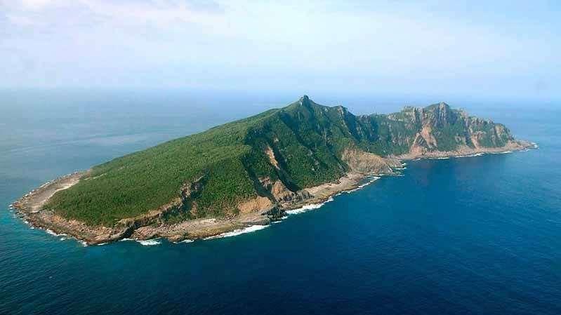 中国海警舰艇编队4月5日在我钓鱼岛领海巡航