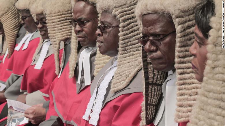 津巴布韦政府花100万进口64顶法官假发引争议