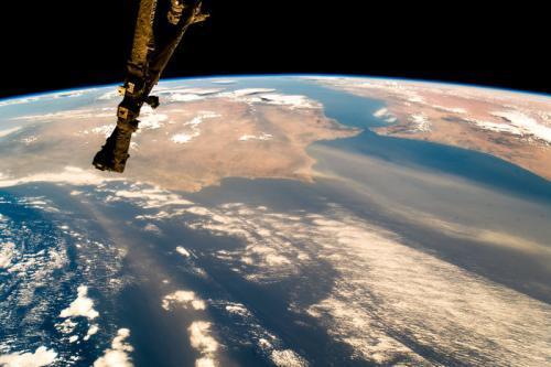 """太空俯瞰欧洲:一层""""轻纱""""笼罩陆地与海洋(图)"""