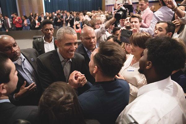 奥巴马在柏林出席活动 向青年领袖发表讲话人气爆棚